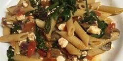 Makaroni u sosu od povrća i feta sira